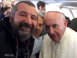 021616blog selfie with pope francis